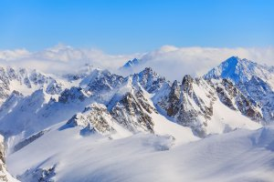 Picos de europa nevados en Cantabria para disfrutar esta Semana Santa repostando al mejor precio con Parkifast