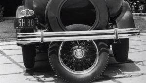 La quinta rueda, invento predecesor de los coches que aparcan solos.